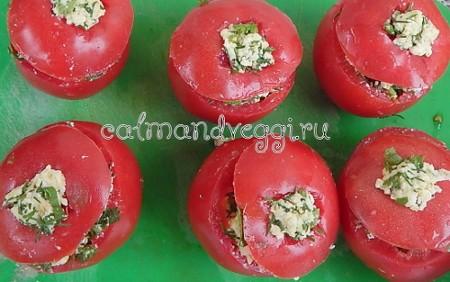 Жареные фаршированные помидоры с сыром и зеленью. Рецепт.