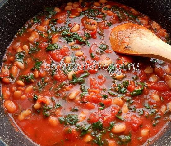 Фасоль по-испански с томатами и шпинатом рецепт с фото