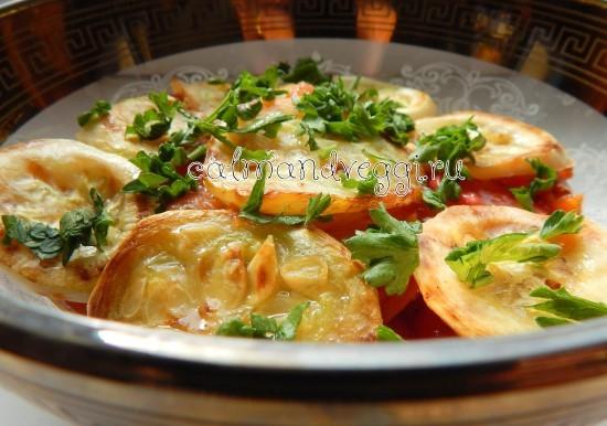кабачки с помидорами и чесноком слоями