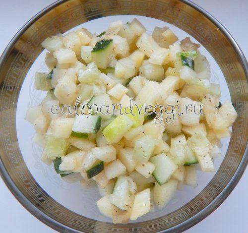 салат из сырых кабачков с огурцами и яблоком