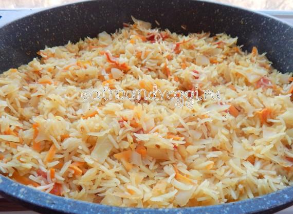 рис с капустой в кастрюле